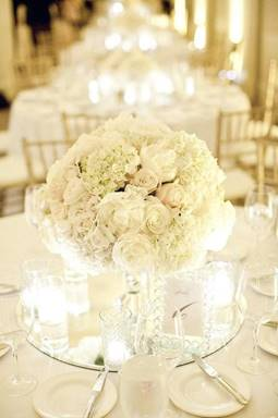 short white centerpiece on round mirror makes the perfect accent to your table #wedding #decor: